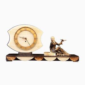 Art Deco Marmor Uhr mit handbemalter Figur, 1920er