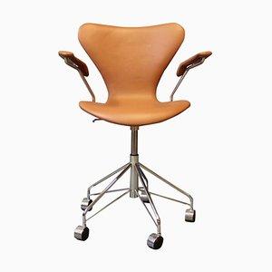 Sedia da ufficio nr. 3217 di Arne Jacobsen e Fritz Hansen