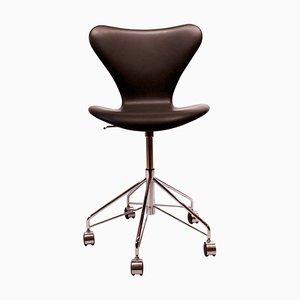 Chaise de Bureau Seven Modèle 3117 en Cuir Noir par Arne Jacobsen et Fritz Hansen