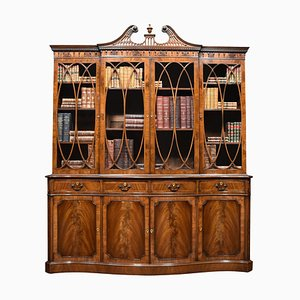 George III Bücherregal aus Mahagoni mit geschwungener Front