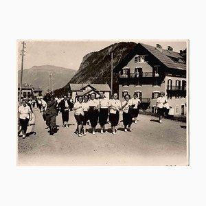 Mädchen in den Bergen in den Schulferien, Vintage Fotografie, 1930er Jahre