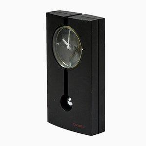 Schwarze akkubetriebene Pendeluhr aus schwarzem Kunststoff & Chrom von Daruma