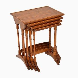 Tables Gigognes Antiques en Bois d'If, Set de 4