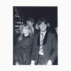 Unbekannt, Paul McCartney und Jane Asher 1968, Vintage Fotografie