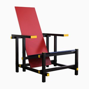 Sedia rossa e blu di Gerrit Rietveld per Cassina