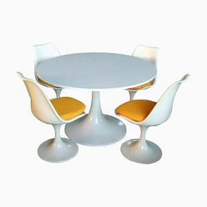 Tavolo e 4 sedie Tulip di Eero Saarinen per Play Italia, anni '70, set di 5