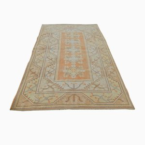 Gelber türkischer Vintage Milas Teppich