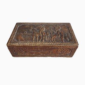 Antike Holzschale mit geschnitzter Landschaft