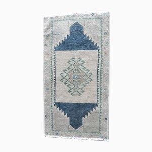 Kleiner handgeknüpfter ungefärbter Oushak Yastik Teppich