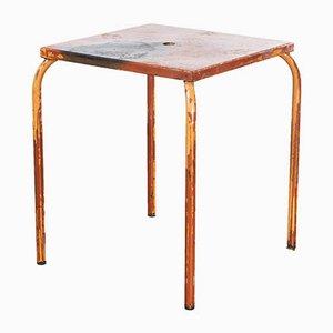 Französischer Modell 836.3 Gartentisch aus Metall in Rot, 1950er