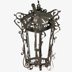 Lámpara de hierro con detalles florales