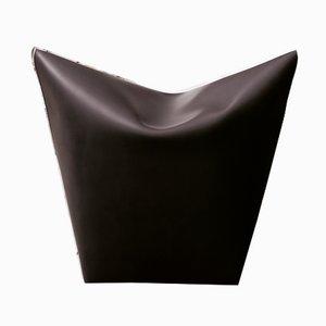 Pouf Mao in pelle scura di Viola Tonucci per Tonucci Manifestodesign