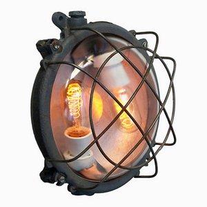 Industrielle Vintage Wandlampe aus grauem Gusseisen & Klarglas, 1950er