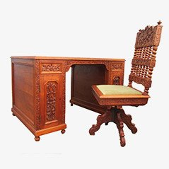 Escritorio colonial vintage de madera tallada y silla. Juego de 2