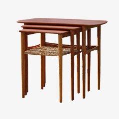 Tavolini a incastro in teak e canna, anni '50, set di 3