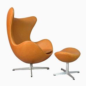Egg chair con poggiapiedi in pelle di Arne Jacobsen per Fritz Hansen, anni '70