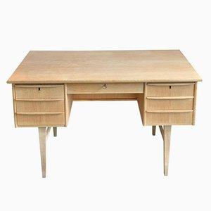 Dänischer Mid-Century Schreibtisch aus Eiche, 1960er