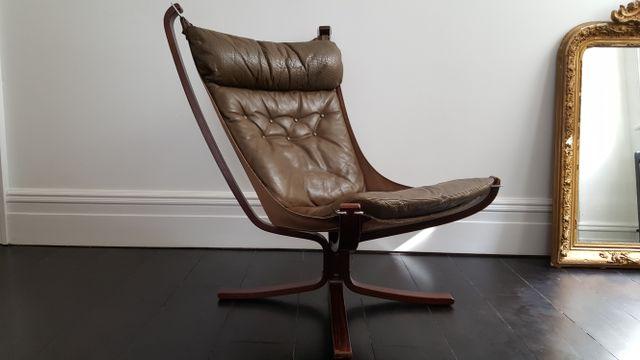 Sedie Schienale Alto Design : Poltrona falcon vintage con schienale alto e base a forma di di