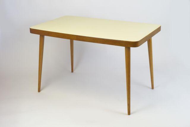 Tavolo Formica Giallo : Tavolo da pranzo con ripiano in legno giallo anni in vendita