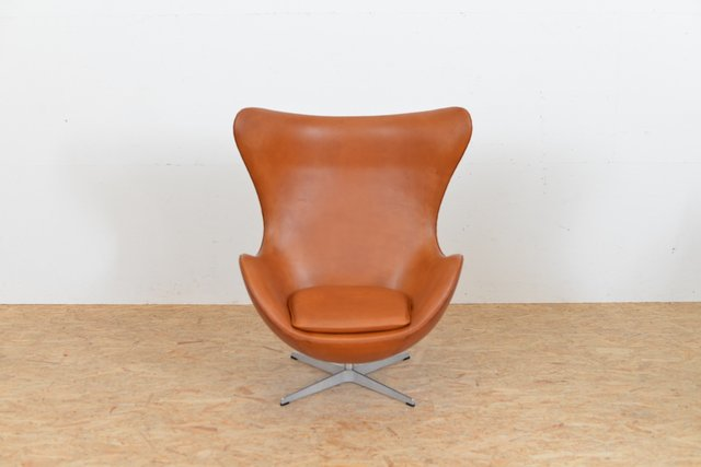 Mid Century Leather Egg Chair By Arne Jacobsen For Fritz Hansen For Sale At  Pamono