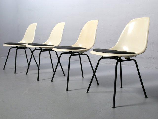 chaises d 39 appoint dsx en fibre de verre couleur parchemin par charles ray eames pour vitra. Black Bedroom Furniture Sets. Home Design Ideas