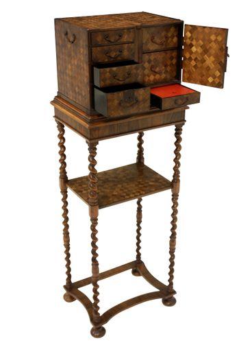 commode antique sur pied par william mary en vente sur pamono. Black Bedroom Furniture Sets. Home Design Ideas
