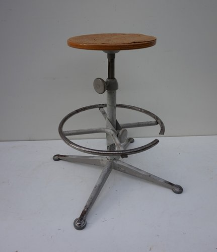 Mid-Century Drafting Stool by Friso Kramer for Ahrend De Cirkel for sale at  Pamono - Mid-Century Drafting Stool By Friso Kramer For Ahrend De Cirkel For