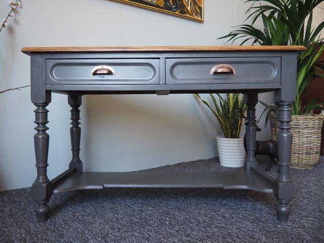 vintage flur tisch mit muschelgriffen aus messing bei pamono kaufen. Black Bedroom Furniture Sets. Home Design Ideas