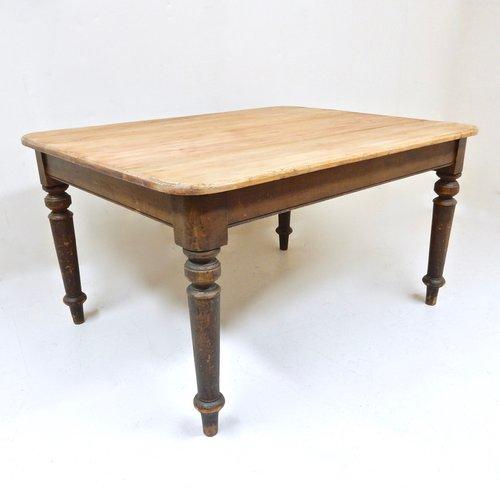Mesa de cocina antigua de pino en venta en Pamono