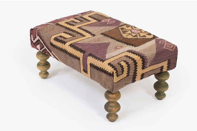 Small Kilim Ottoman With Wooden Legs For Sale At Pamono