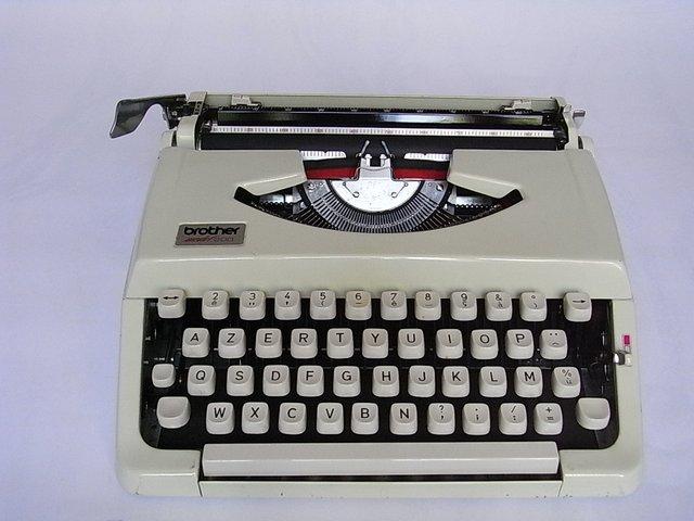 machine ecrire portable brother deluxe 200 1960s en vente sur pamono. Black Bedroom Furniture Sets. Home Design Ideas