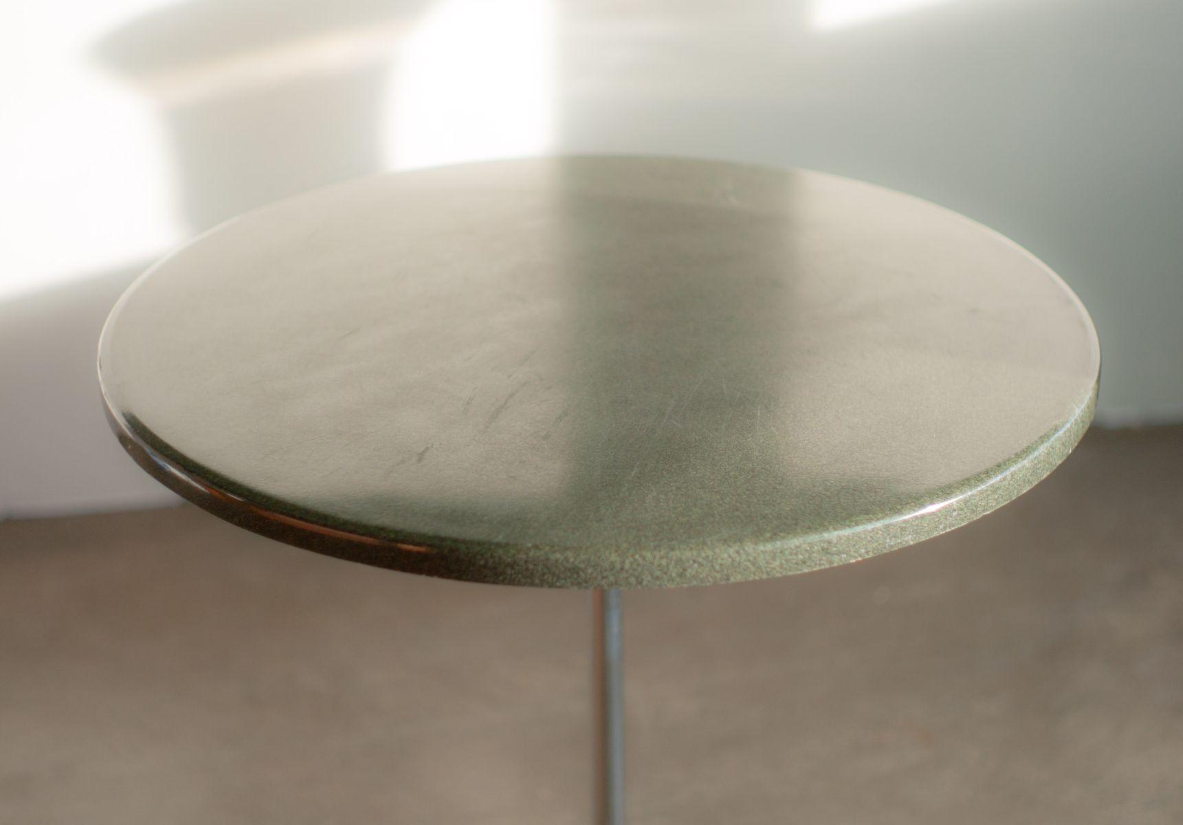 kleiner tisch mit verchromten gestell von charles ray. Black Bedroom Furniture Sets. Home Design Ideas