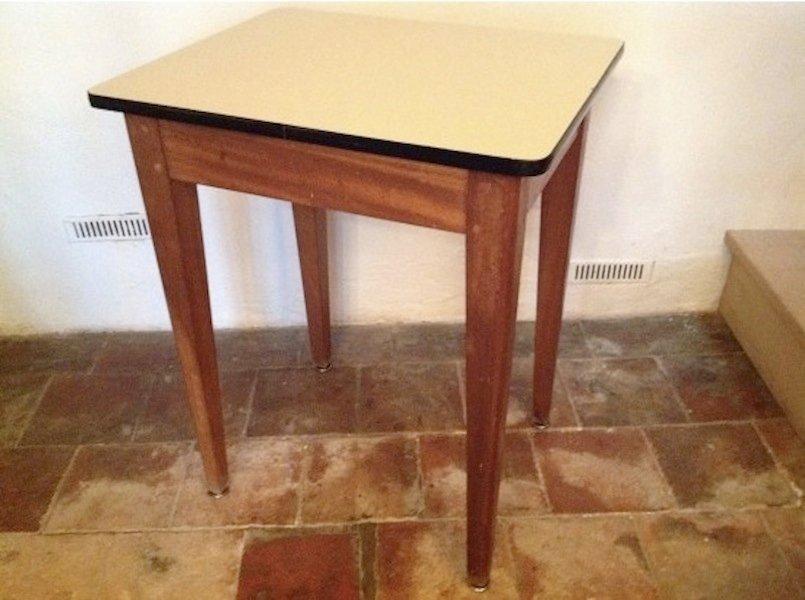 Petit bureau vintage en chêne et formica en vente sur pamono