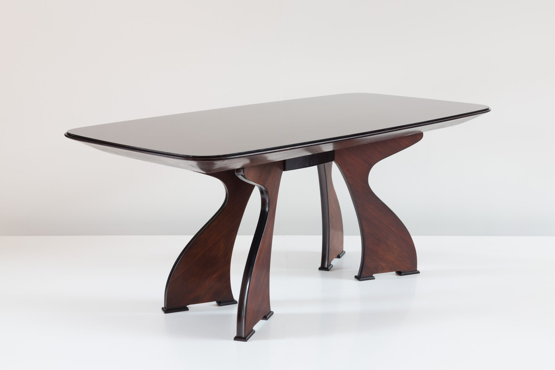 Table de salle manger moderne sculpturale en palissandre for Vente flash salle a manger moderne