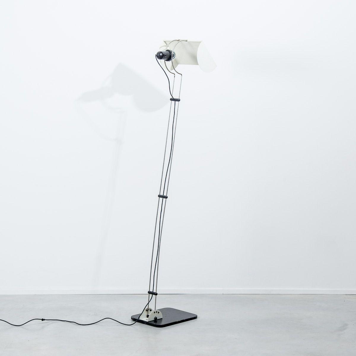 Postmoderne italienische Stehlampe von Guzzini, 1980er