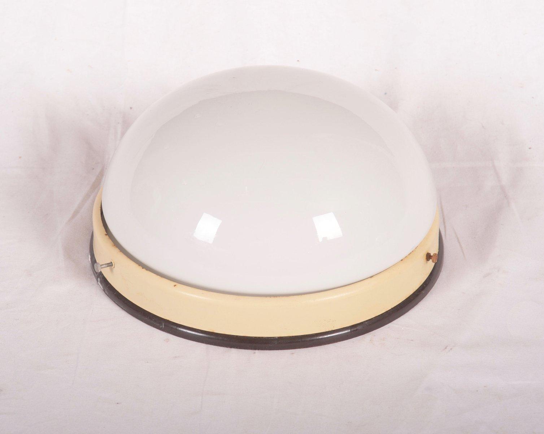 Medium Industrial Bakelit Wandleuchte oder Deckenlampe, 1940er