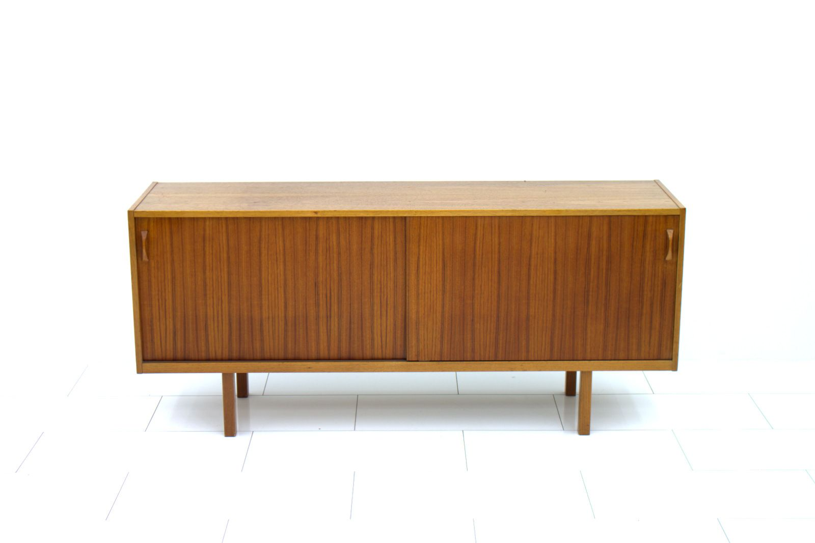 schwedisches teak sideboard mit schiebet ren 1960er bei. Black Bedroom Furniture Sets. Home Design Ideas