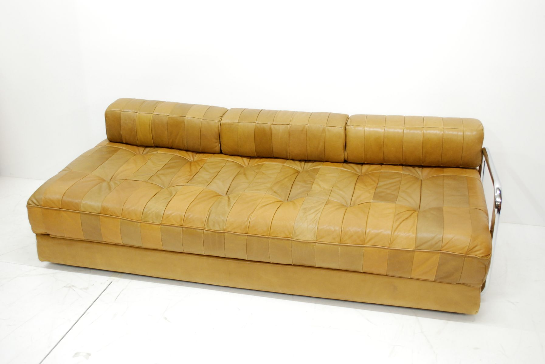 vintage caramel ds 80 schlafsofa aus leder von de sede bei pamono kaufen. Black Bedroom Furniture Sets. Home Design Ideas