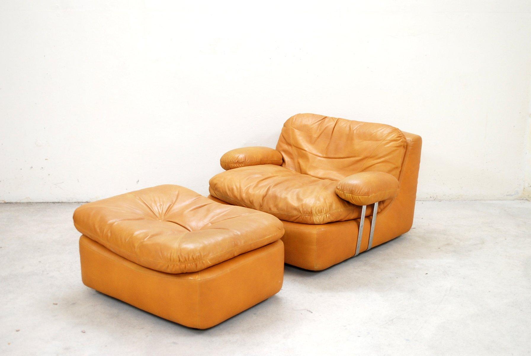 Cognacfarbener Vintage Sessel und Fußhocker von Dreipunkt Internationa...