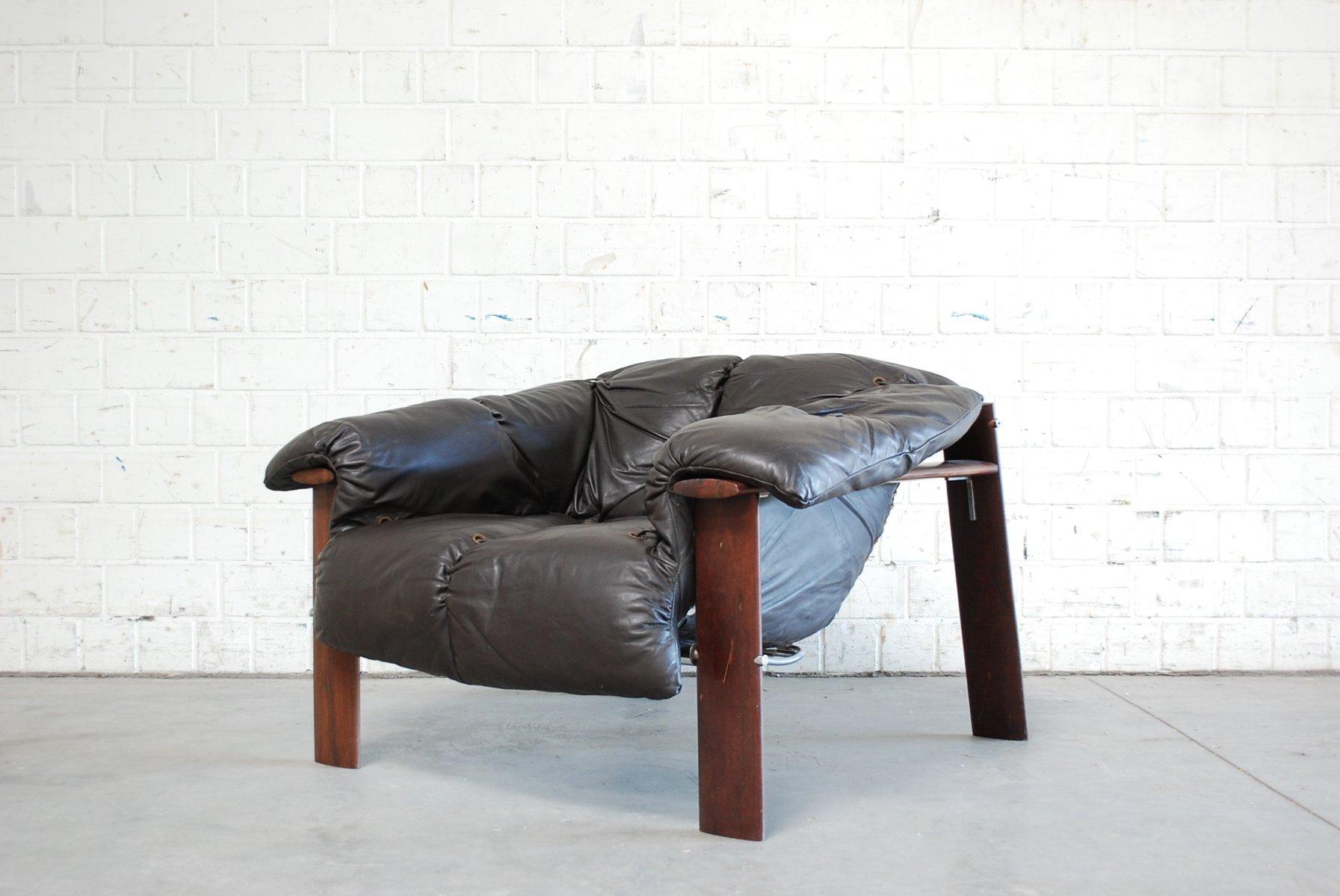 Dunkelbrauner Brasilianischer MP 129 Leder Lounge Stuhl von Percival L...