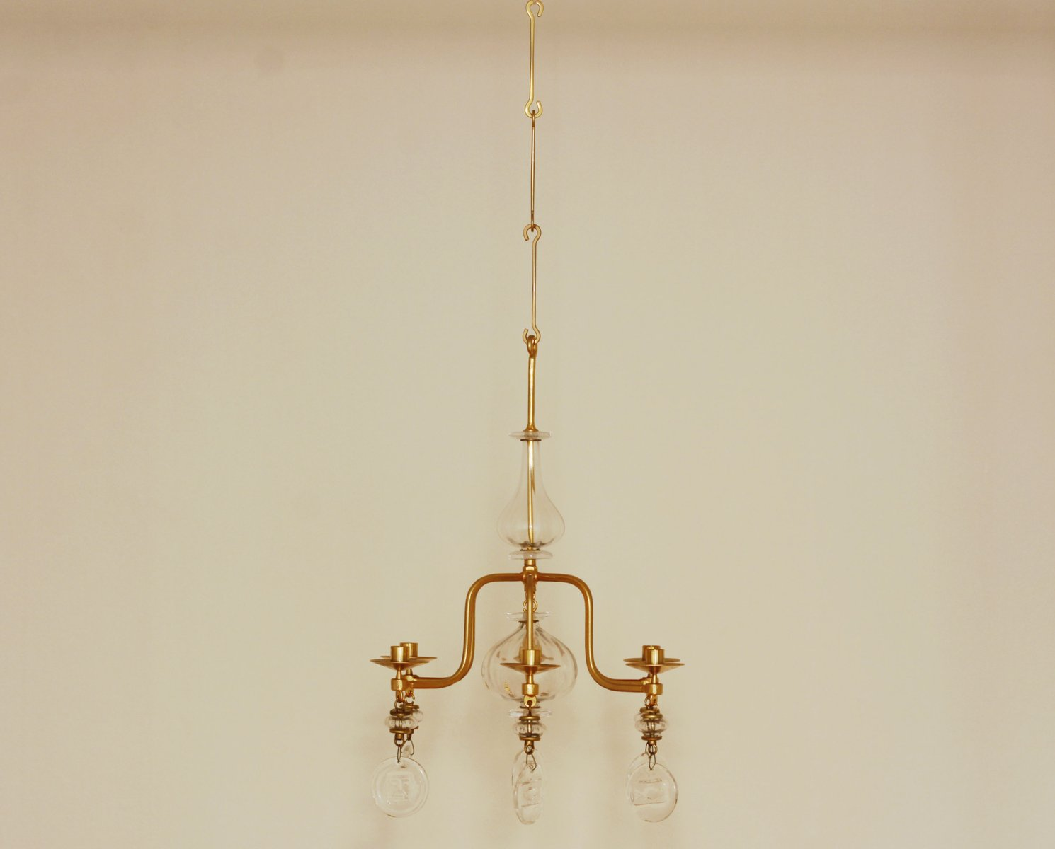 gro er mid century kerzen kronleuchter aus vergoldetem. Black Bedroom Furniture Sets. Home Design Ideas