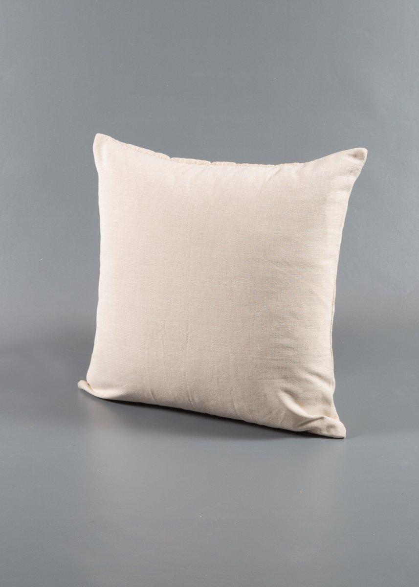 kamelfarbenes katsina kissen von nzuri textiles bei pamono kaufen. Black Bedroom Furniture Sets. Home Design Ideas