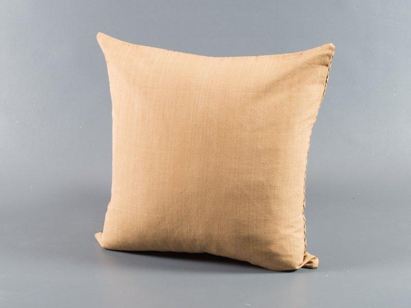 mbake kissen in hellbraun von nzuri textiles bei pamono kaufen. Black Bedroom Furniture Sets. Home Design Ideas