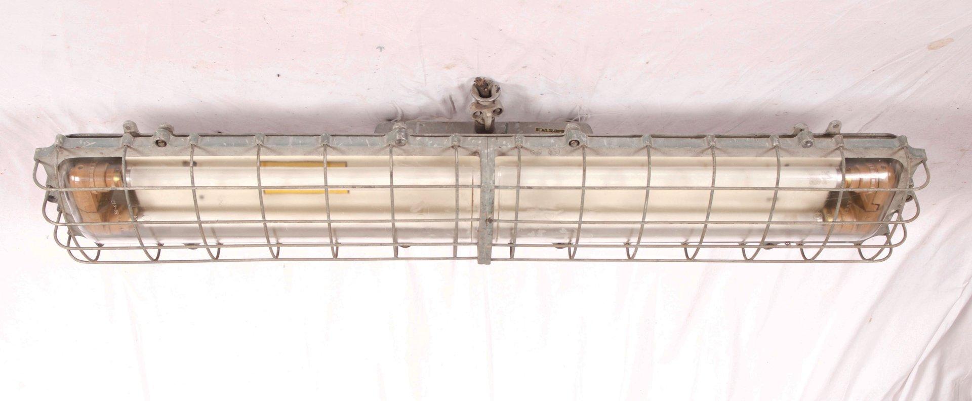 Große Industrielle Deutsche Eisen Lampe aus Fabrik, 1970er