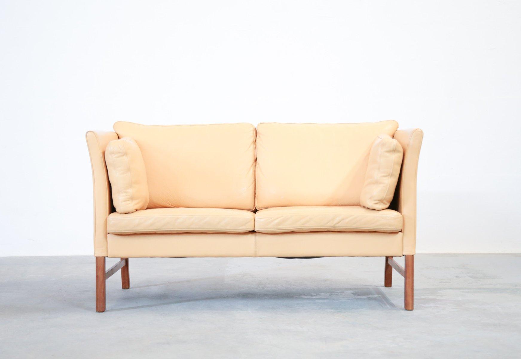 d nisches 2 sitzer ledersofa in beige 1970er bei pamono kaufen. Black Bedroom Furniture Sets. Home Design Ideas