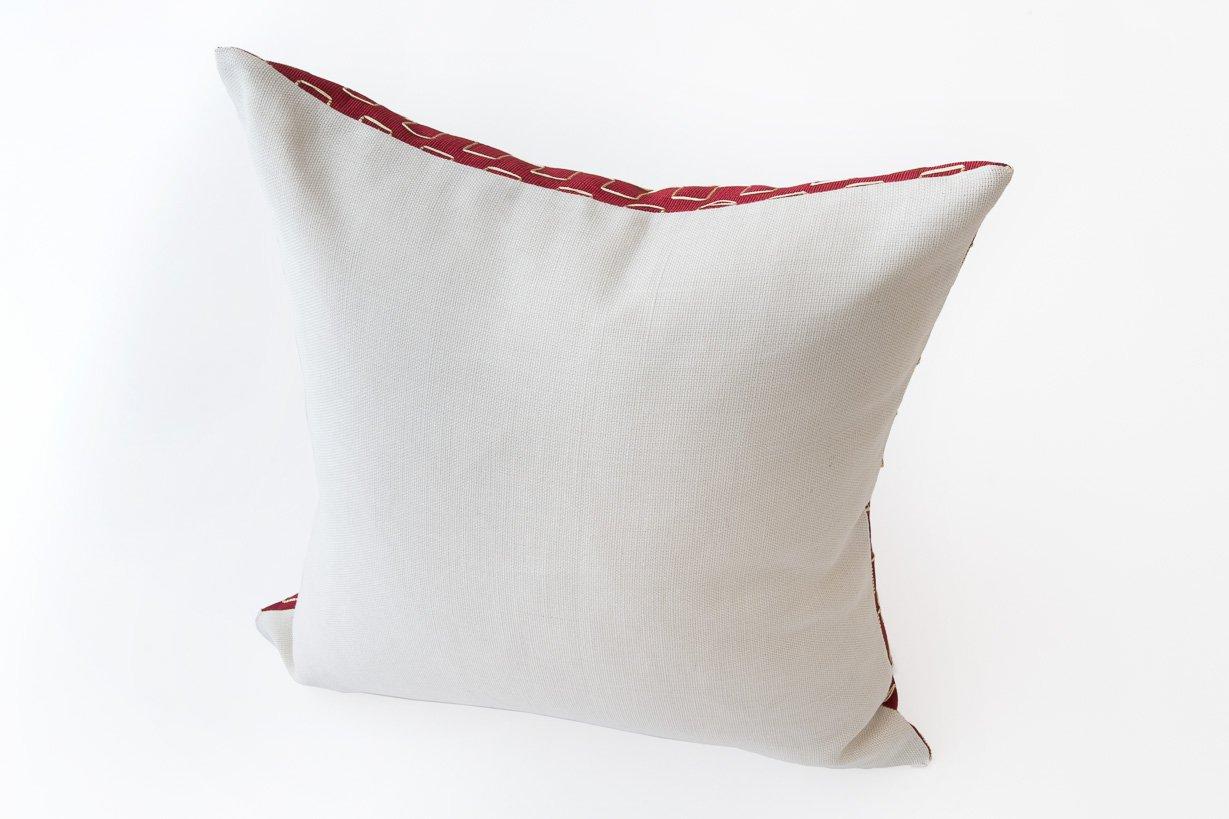 edo kissen in wei rot von nzuri textiles 2015 bei pamono kaufen. Black Bedroom Furniture Sets. Home Design Ideas