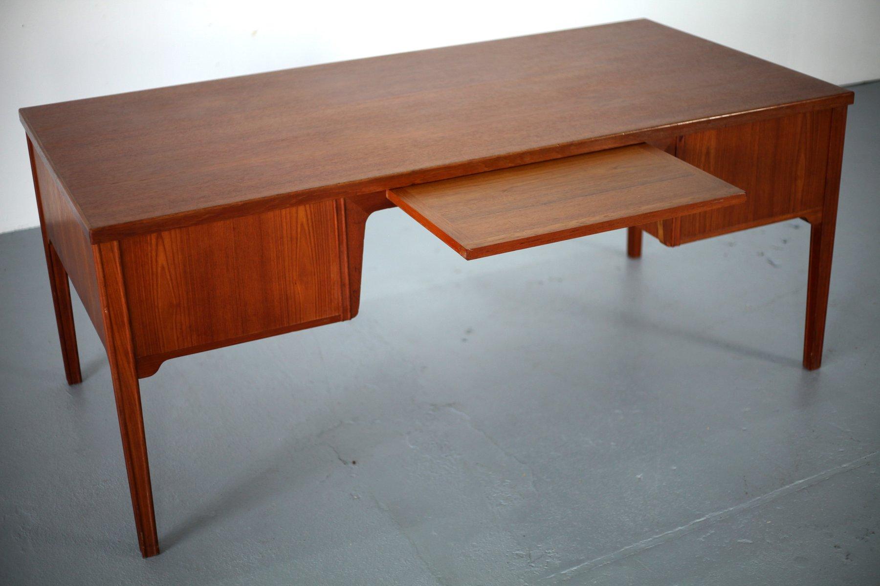 d nischer mid century teak schreibtisch mit sechs schubladen bei pamono kaufen. Black Bedroom Furniture Sets. Home Design Ideas