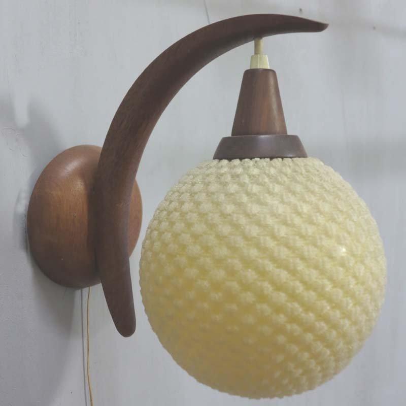 Dänische Mid-Century Teak & Plastik Wandlampe