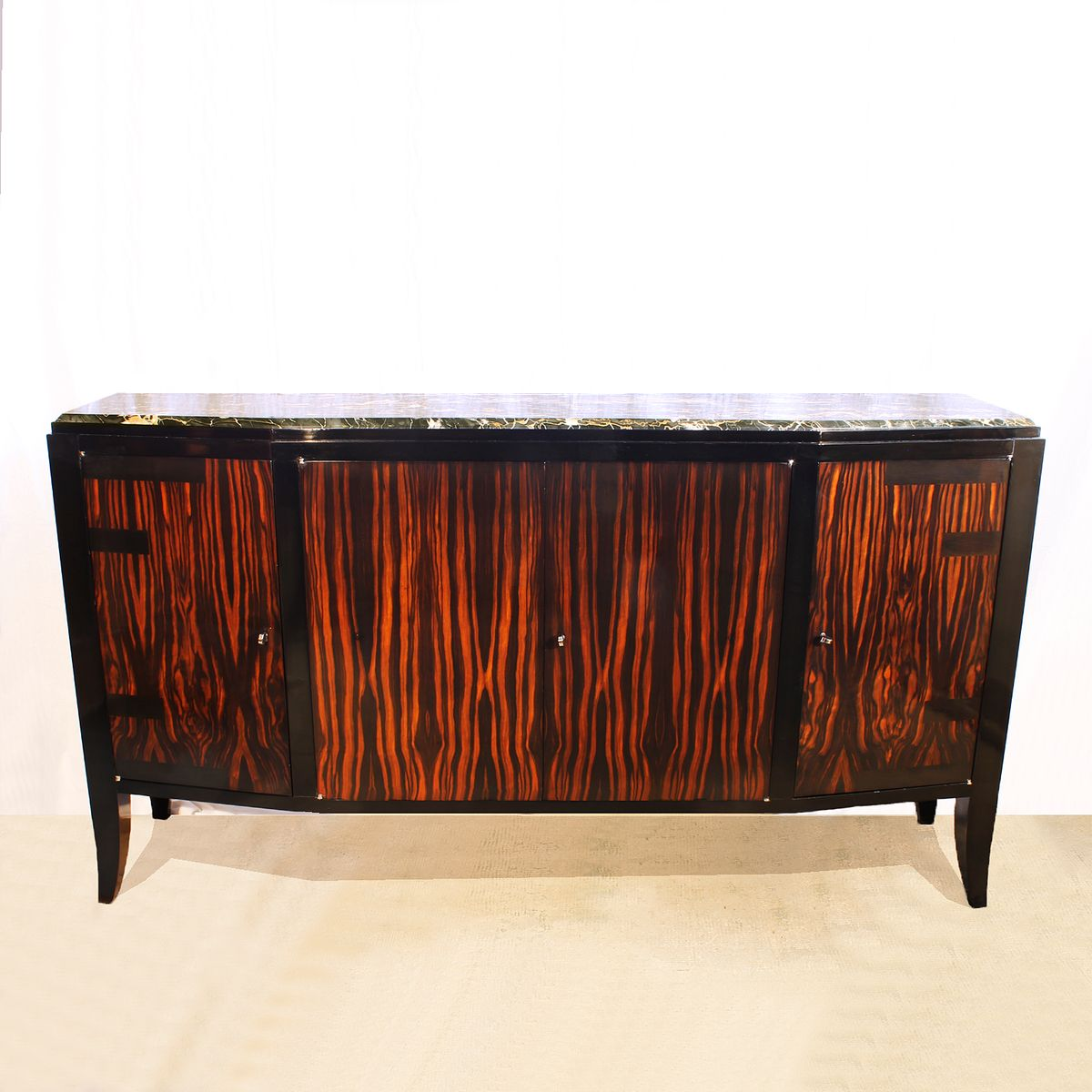 franz sisches art deco sideboard mit vier t ren 1920er bei pamono kaufen. Black Bedroom Furniture Sets. Home Design Ideas