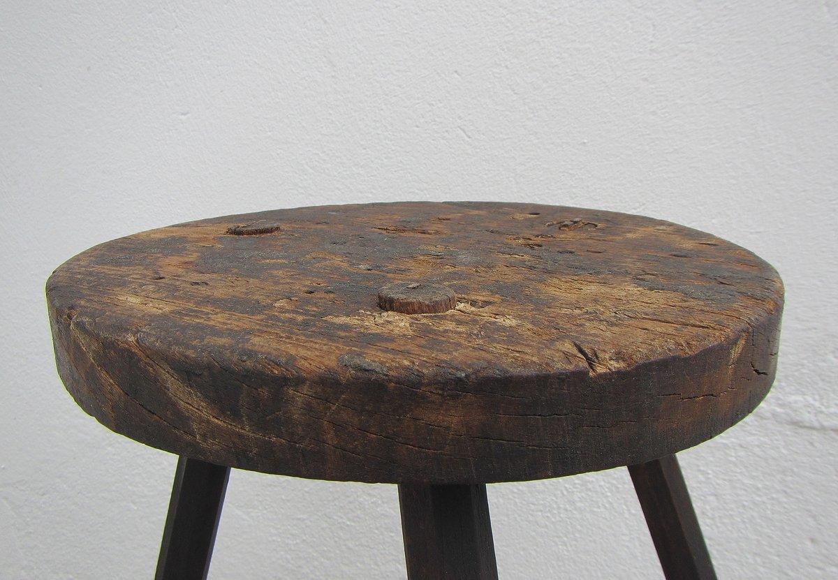Sgabello a tre gambe industriale in legno belgio anni 40 in